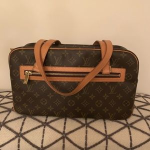 ❤️Authentic Louie Vuitton Shoulder Bag❤️